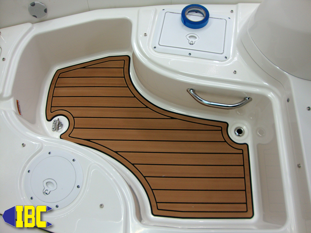 Zodiac Yachtline 420 DL Custom SeaDek Installation