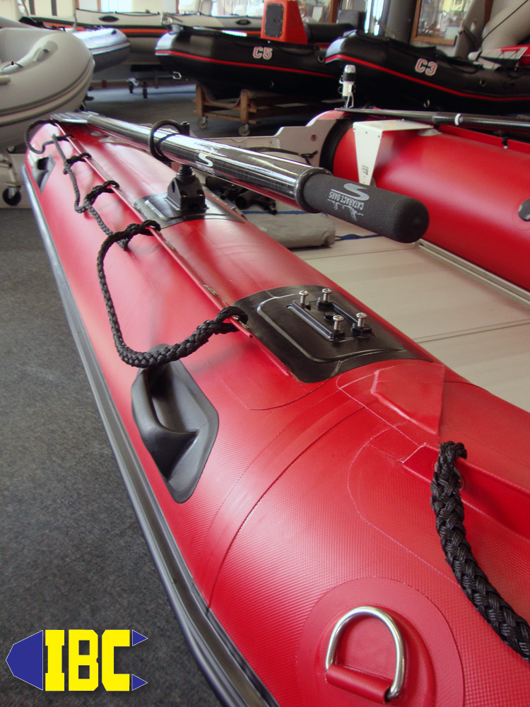 bombard commando c4 with cataract carbon oars 4
